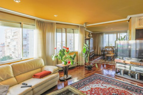 Apartment for sale in Madrid, Spain, 3 bedrooms, 152.00m2, No. 1566 – photo 2