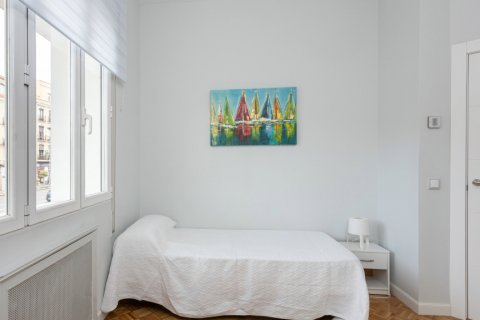 Apartment for sale in Madrid, Spain, 3 bedrooms, 147.00m2, No. 2026 – photo 10