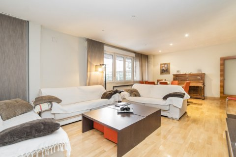 Apartment for sale in Madrid, Spain, 4 bedrooms, 218.00m2, No. 2576 – photo 4