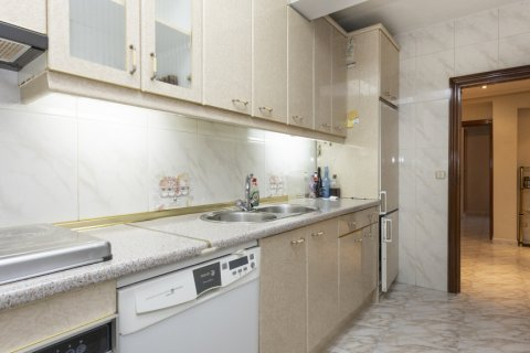 Apartment for sale in Madrid, Spain, 5 bedrooms, 114.00m2, No. 2670 – photo 24