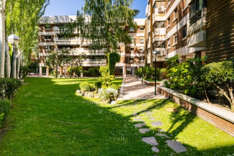 Apartment for sale in Madrid, Spain, 4 bedrooms, 202.00m2, No. 2710 – photo 28