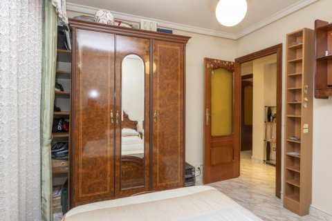Apartment for sale in Madrid, Spain, 5 bedrooms, 114.00m2, No. 2670 – photo 14