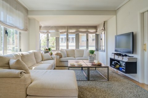 Apartment for sale in Madrid, Spain, 4 bedrooms, 171.00m2, No. 2442 – photo 2