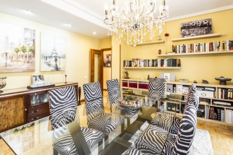 Apartment for sale in Madrid, Spain, 5 bedrooms, 232.00m2, No. 2190 – photo 11