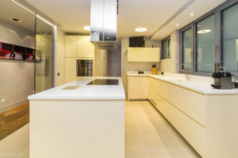 Apartment for sale in Madrid, Spain, 3 bedrooms, 322.00m2, No. 2564 – photo 15