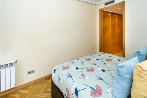 Apartment for sale in Madrid, Spain, 4 bedrooms, 122.51m2, No. 2192 – photo 24
