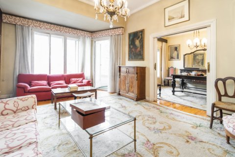 Apartment for sale in Madrid, Spain, 5 bedrooms, 168.00m2, No. 2313 – photo 1