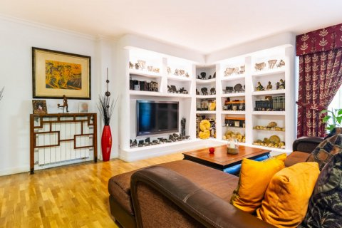 Apartment for sale in Madrid, Spain, 4 bedrooms, 202.00m2, No. 2710 – photo 5