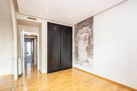 Apartment for rent in Madrid, Spain, 4 bedrooms, 190.00m2, No. 1474 – photo 4