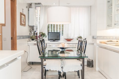 Apartment for sale in Sevilla, Seville, Spain, 6 bedrooms, 270.00m2, No. 1749 – photo 6