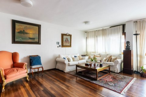 Duplex for sale in Madrid, Spain, 4 bedrooms, 298.00m2, No. 2518 – photo 2
