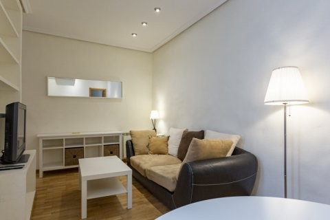 Apartment for sale in Madrid, Spain, 1 bedroom, 45.00m2, No. 2496 – photo 1