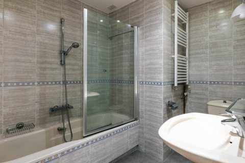 Apartment for sale in Madrid, Spain, 3 bedrooms, 168.00m2, No. 2301 – photo 28