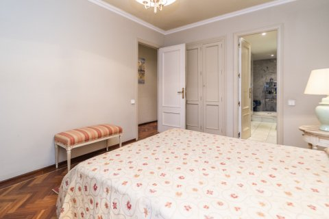 Apartment for sale in Madrid, Spain, 4 bedrooms, 189.00m2, No. 2370 – photo 27