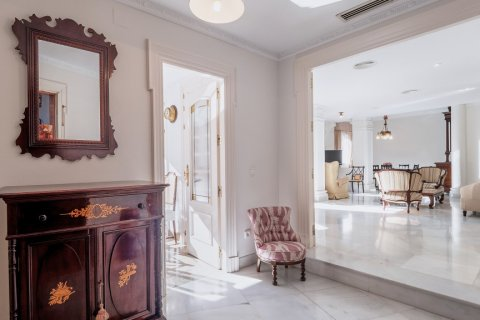 Apartment for sale in Malaga, Spain, 3 bedrooms, 229.00m2, No. 2351 – photo 1