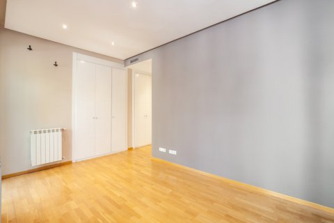 Apartment for rent in Madrid, Spain, 4 bedrooms, 190.00m2, No. 1474 – photo 27