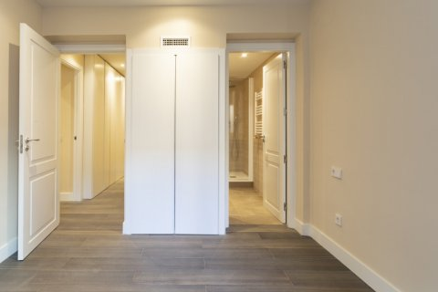 Apartment for sale in Madrid, Spain, 4 bedrooms, 290.00m2, No. 2043 – photo 25
