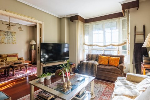 Apartment for sale in Madrid, Spain, 4 bedrooms, 152.00m2, No. 2702 – photo 3