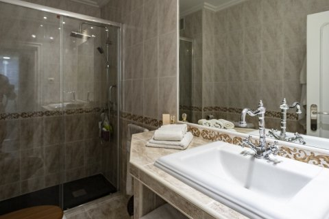 Apartment for sale in Madrid, Spain, 4 bedrooms, 122.00m2, No. 2013 – photo 5
