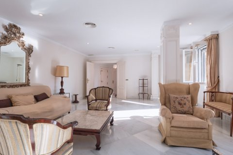 Apartment for sale in Malaga, Spain, 3 bedrooms, 229.00m2, No. 2351 – photo 7