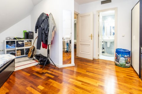 Duplex for sale in Madrid, Spain, 3 bedrooms, 152.00m2, No. 2445 – photo 15