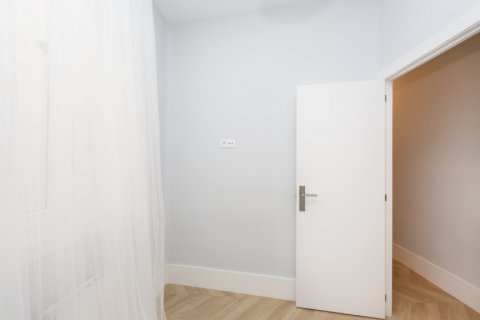 Apartment for sale in Madrid, Spain, 3 bedrooms, 69.00m2, No. 2315 – photo 19
