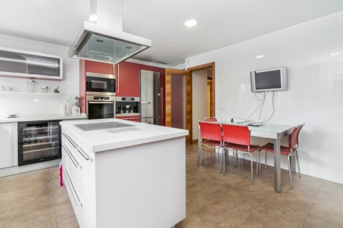 Apartment for sale in Madrid, Spain, 4 bedrooms, 218.00m2, No. 2576 – photo 29