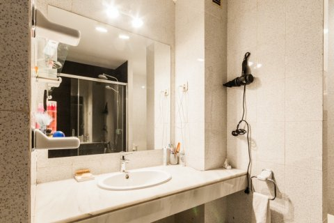Apartment for rent in Madrid, Spain, 4 bedrooms, 254.00m2, No. 2562 – photo 23