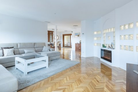 Duplex for sale in Madrid, Spain, 5 bedrooms, 216.00m2, No. 2360 – photo 9
