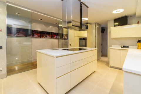 Apartment for sale in Madrid, Spain, 3 bedrooms, 322.00m2, No. 2564 – photo 16