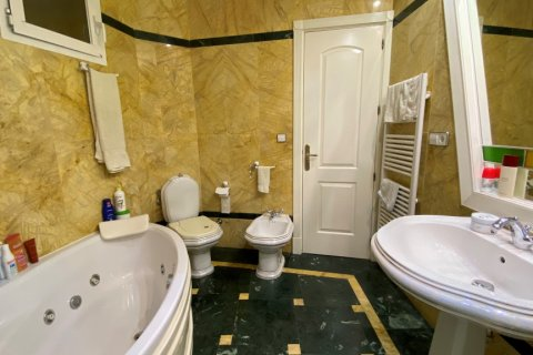 Apartment for sale in Malaga, Spain, 3 bedrooms, 135.00m2, No. 2285 – photo 8