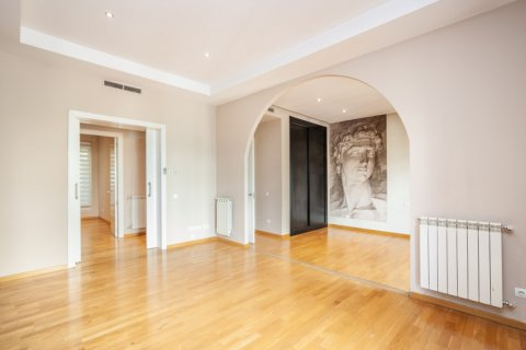 Apartment for rent in Madrid, Spain, 4 bedrooms, 190.00m2, No. 1474 – photo 2