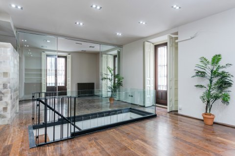 Apartment for sale in Madrid, Spain, 2 bedrooms, 234.00m2, No. 1985 – photo 2
