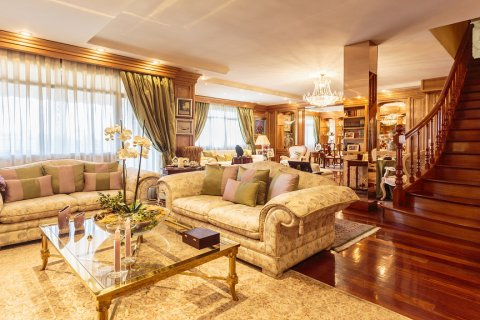 Duplex for sale in Madrid, Spain, 5 bedrooms, 514.00m2, No. 1493 – photo 1