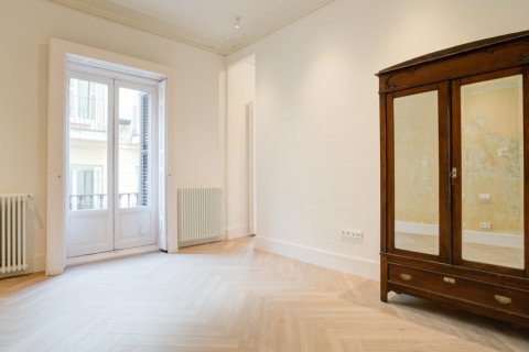 Apartment for sale in Madrid, Spain, 3 bedrooms, 185.00m2, No. 2098 – photo 12