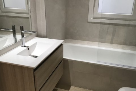 Apartment for rent in Madrid, Spain, 4 bedrooms, 348.00m2, No. 2010 – photo 22