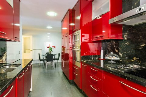 Apartment for sale in Madrid, Spain, 4 bedrooms, 202.00m2, No. 2710 – photo 13