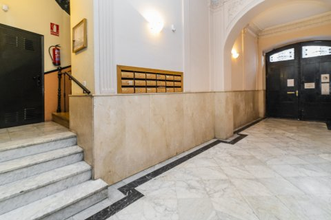 Apartment for sale in Madrid, Spain, 5 bedrooms, 133.00m2, No. 2686 – photo 2
