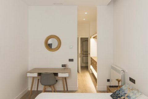 Apartment for sale in Madrid, Spain, 5 bedrooms, 184.00m2, No. 1948 – photo 1