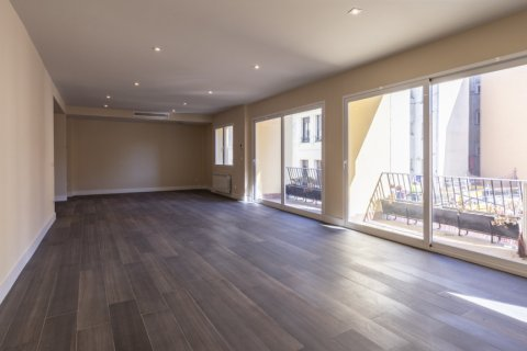 Apartment for sale in Madrid, Spain, 4 bedrooms, 290.00m2, No. 2043 – photo 6