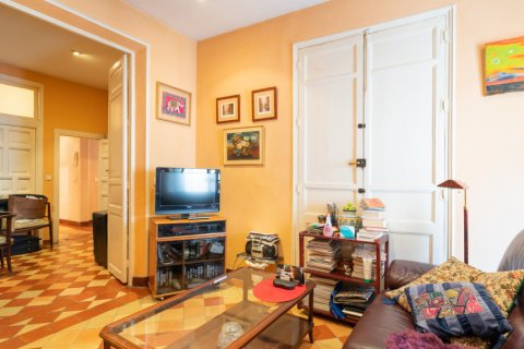 Apartment for sale in Madrid, Spain, 6 bedrooms, 219.00m2, No. 2357 – photo 13