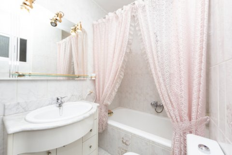 Apartment for sale in Madrid, Spain, 3 bedrooms, 90.00m2, No. 2414 – photo 21