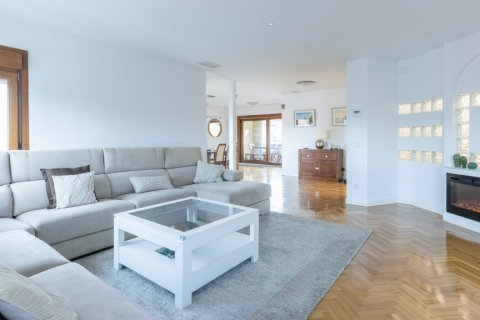 Duplex for sale in Madrid, Spain, 5 bedrooms, 216.00m2, No. 2360 – photo 10