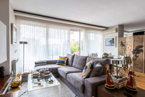Apartment for sale in Madrid, Spain, 5 bedrooms, 201.00m2, No. 2311 – photo 2