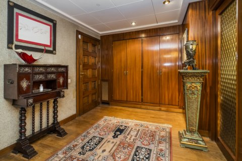 Apartment for sale in Madrid, Spain, 6 bedrooms, 414.00m2, No. 2470 – photo 1