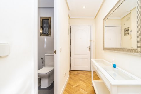 Apartment for sale in Madrid, Spain, 2 bedrooms, 80.00m2, No. 2516 – photo 27
