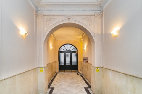 Apartment for sale in Madrid, Spain, 5 bedrooms, 133.00m2, No. 2686 – photo 1
