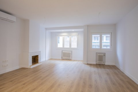 Apartment for sale in Madrid, Spain, 3 bedrooms, 136.00m2, No. 2007 – photo 1