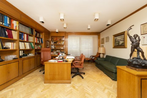 Apartment for sale in Madrid, Spain, 4 bedrooms, 206.00m2, No. 2284 – photo 1