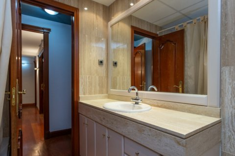 Apartment for sale in Madrid, Spain, 4 bedrooms, 196.00m2, No. 2199 – photo 15